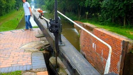 ロック下流水門