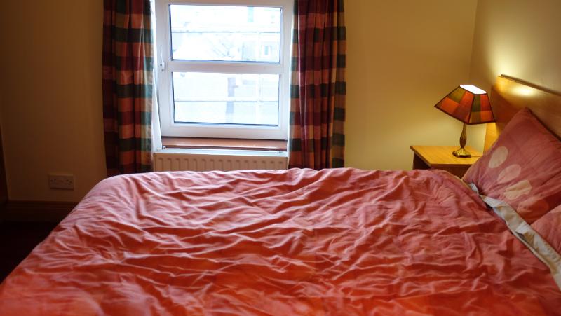 Auburn House Bed