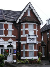 サウサンプトンのB&B 「The Mayfair Guest House」 クイーン・エリザベスクルーズ前夜に宿泊です。